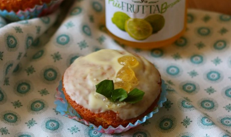 Muffins with orange aroma, bergamot marmelade and white chocolate