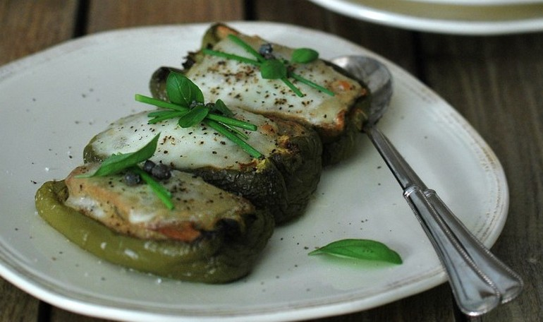 Green peppers stuffed with bread, anchovies and mozzarella