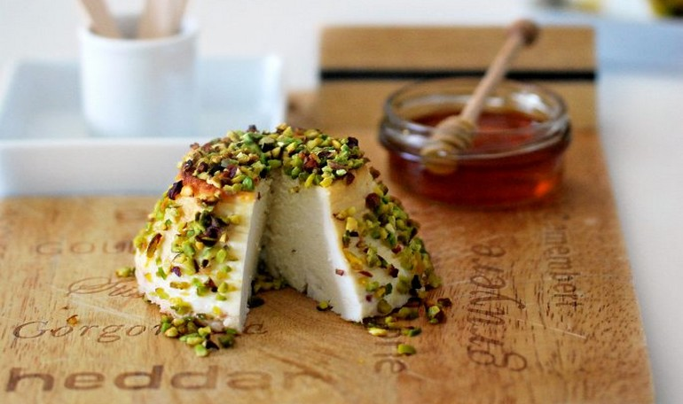 Baked ricotta with honey and pistachios