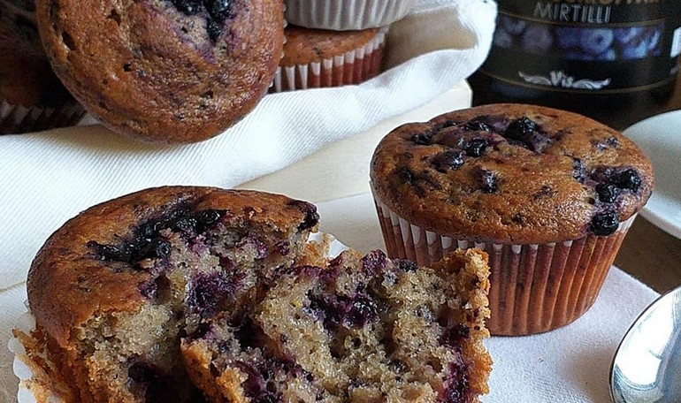 Muffin integrali con ricotta e mirtilli