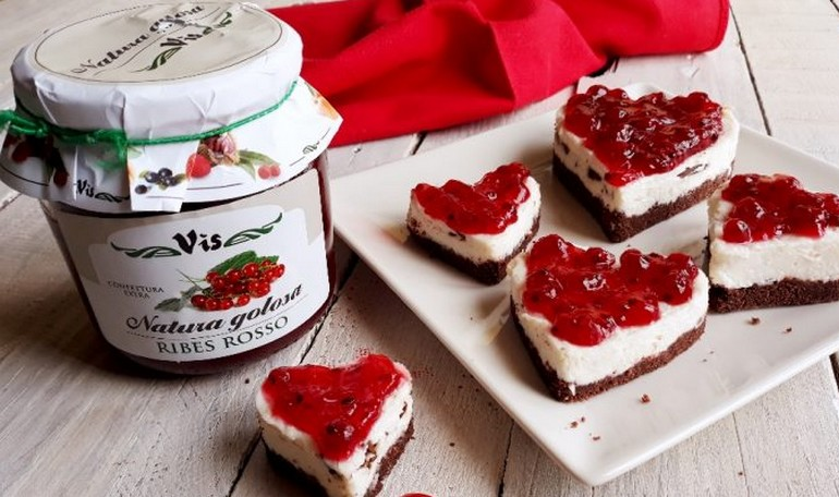 Hearts of cheesecake with red-currant jam